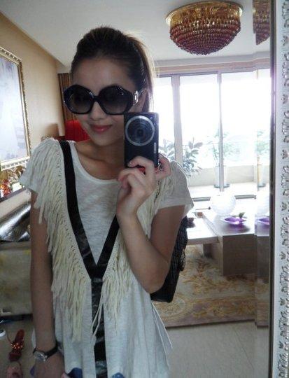 炫富女elisa居家自拍照-房产频道-和讯网