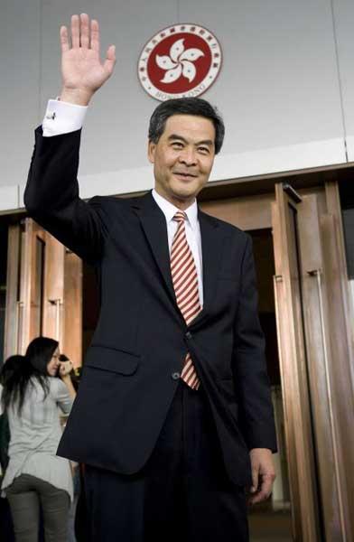 揭秘香港新任行政长官梁振英:罕见老照片曝光