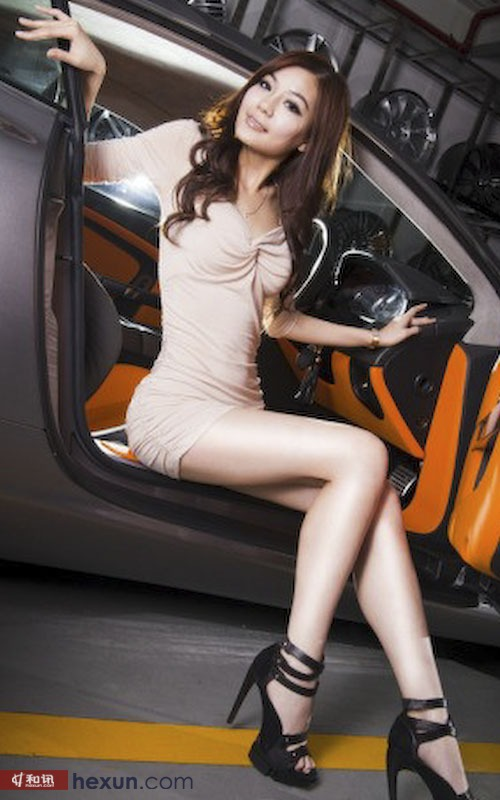性感长腿美女车模的裸色诱惑 汽车频道