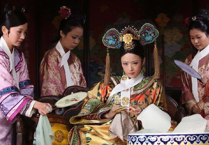 读清代后宫众嫔妃服饰关于清朝后宫格格妃嫔头饰清宫后妃高清图片