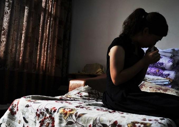裸身强奸不遮b_云南昭通官员强奸女教师 现场实拍高清图曝光