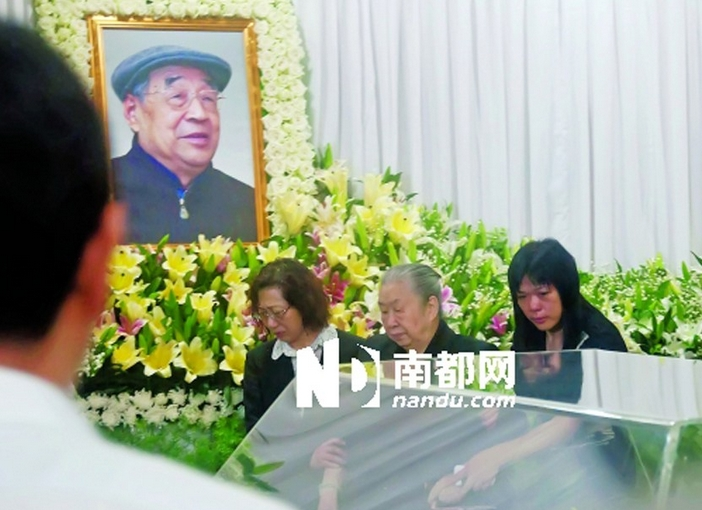 书记王宁火化 女婿王石献花圈图片
