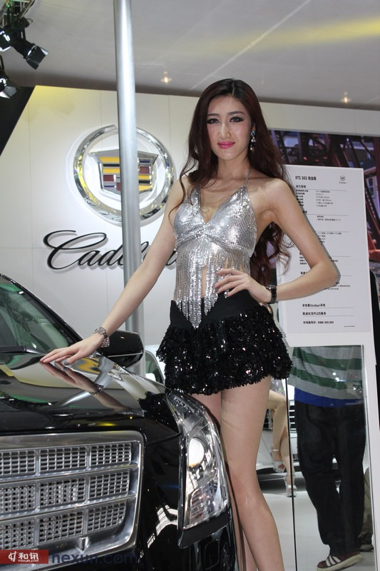 高挑美女车模秀长腿 翘臀短裙魅惑众生
