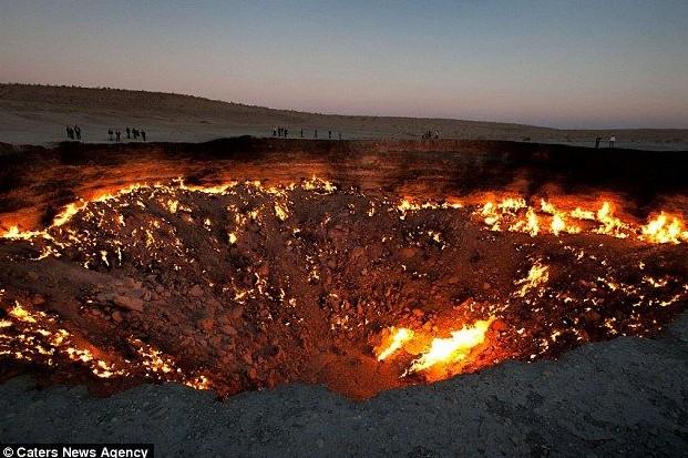 地狱之门:熊熊燃烧40多年的巨大陨石坑